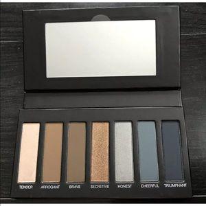 Brand new Younique Moodstruck Eyeshadow Palette #4